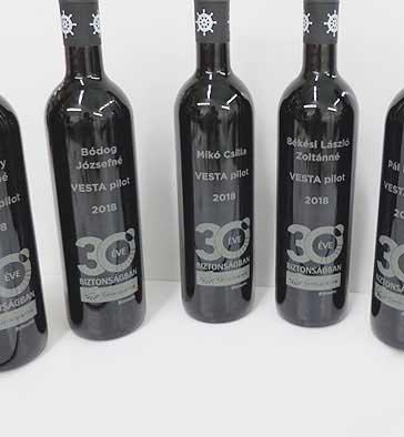 üveg gravírozás vesta pilot bor Lézergravírozás