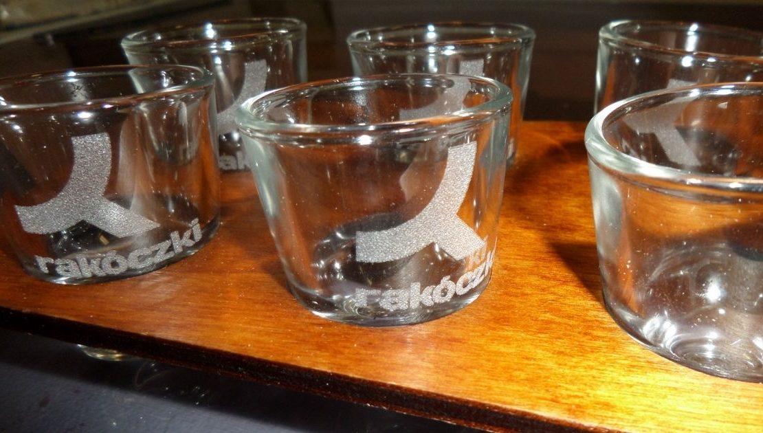 Feles pohár gravírozás