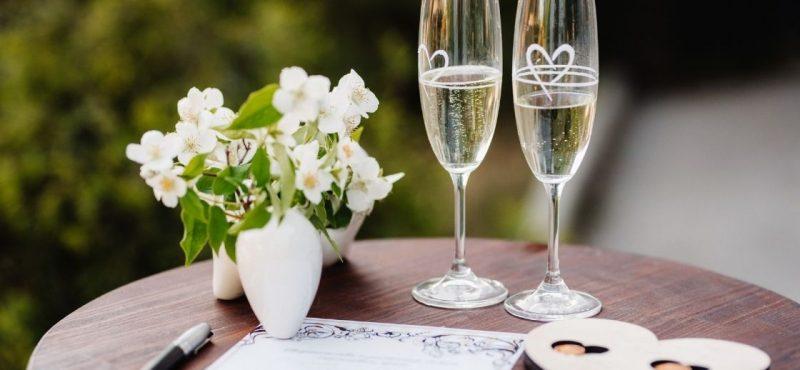 pezsgős pohár gravírozás esküvőre